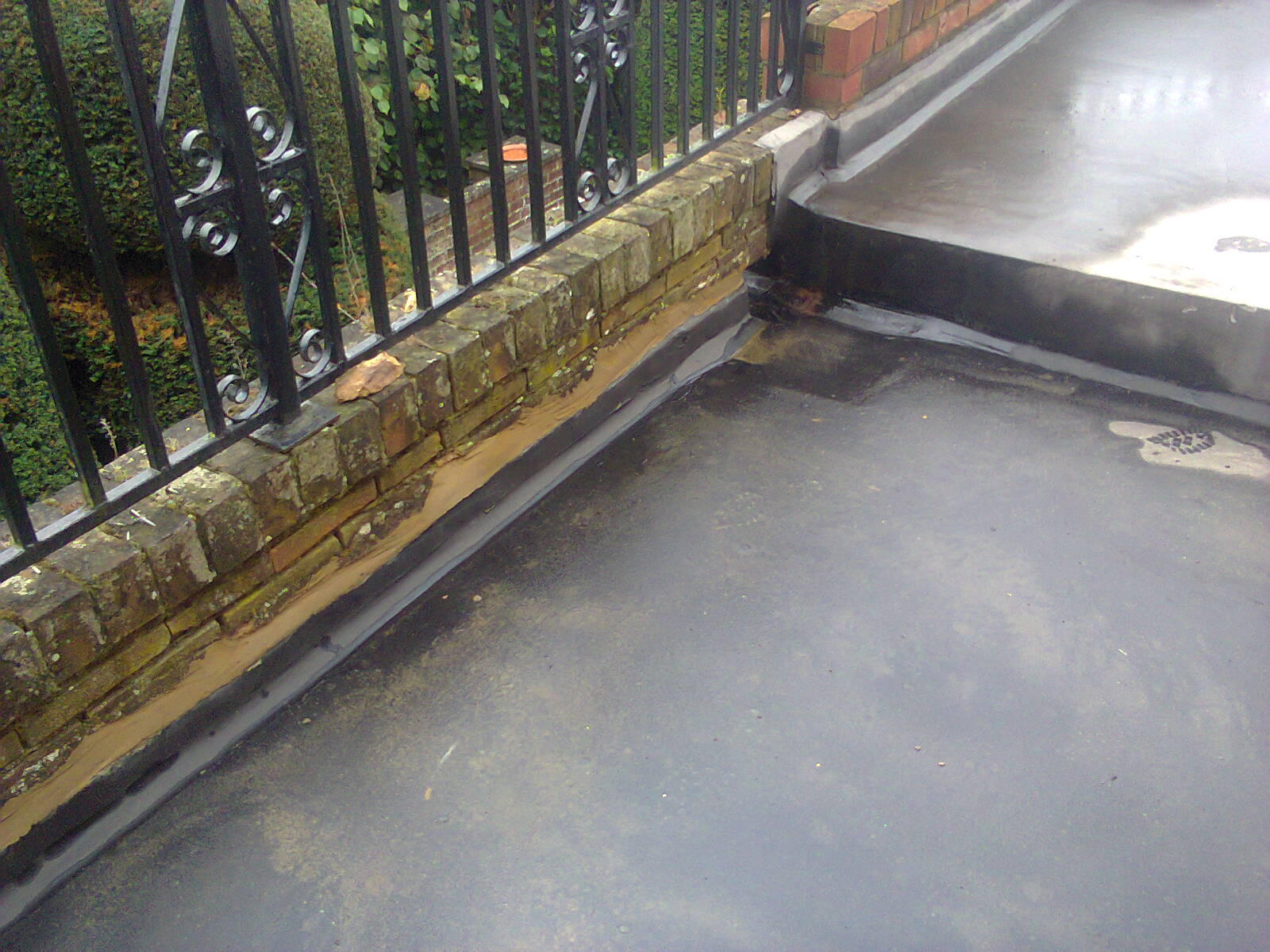 Kettering asphalt flat roofing and flooring northamptonshire for Balcony upstand